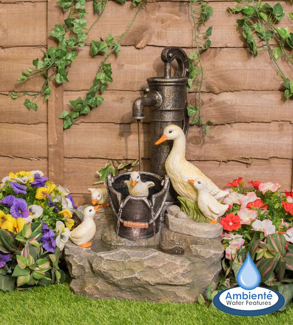 waterornament met decoratieve oude kraan en ganzenfamilie van ambient met led verlichting 56cm