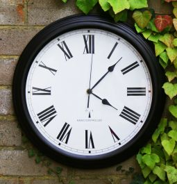 Perfect Time Tuinklok met Radiobesturing van About Time™ - Zwart, 38cm